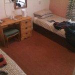 nice simple room(excuse my things)
