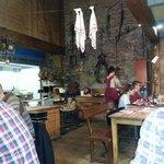 Lokal mit traditionellem Ofen