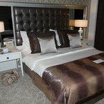 Кровать в номере)