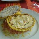 Coquille saint jacques et crabe en coquille