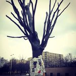 The bronze remembrance tree at Pawiak