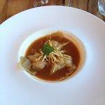 Entrée : Ravioles de crevettes / Jus de Crustacé