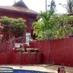 vue de la piscine sur notre bungalow