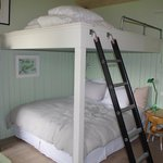 Dangerous bunk bed with limited barrier - avoid
