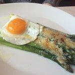 Asparagi con uovo