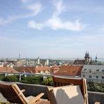 Ausblick von der Dachterrasse auf Prag
