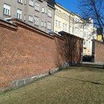 тюремные стены
