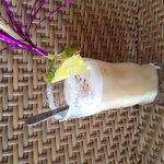 Piña colada préparé par le barman un vrai délice