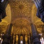 Particolare del soffitto sopra l'altare principale.