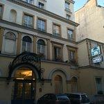 ホテル外観・入口