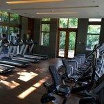 Très belle salle de fitness