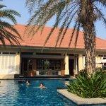 Le bar restaurant de la piscine