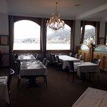 la sala da pranzo con vista sul lago