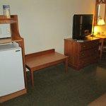 Kühlschrank, TV, Schreibtisch
