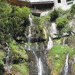 La entrada con las cascadas