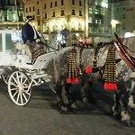Una delle carrozze in piazza