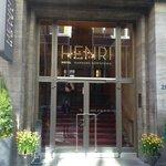 Вход отеля