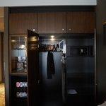 Шкаф с гладильной доской и утюгом