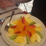 Great pirtion fruit plate for lunch.