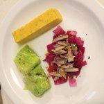 Involtini di verza, cavolo rosso con aringa