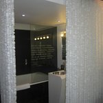 Cortinas separación habitación-baño