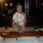 Musikerin am Thai-Abend