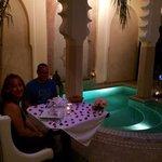 Repas du soir au bord de la piscine...