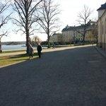 Ο δρόμος προς το παλάτι. .