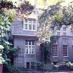 Casa onde meu pai avô  avó e meu tio viveram antes da guerra. O Hither tirou a casa deles! Luga