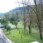 vue du parc de l'hôtel
