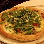 Pizza Massimo con mozzarella di bulfala, pomodori pachino e rucola