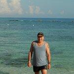beau mec sur la plage