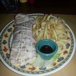 Burritos con carne di manzo e verdure speziate con patatine
