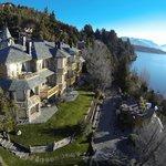 Todas las suites ofrecen impactantes vistas al lago