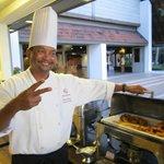 Kocken var vänlig och glad. Presenterade som oftast vad han hade i grytorna.