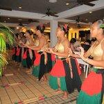 På kvällarna var det ofta lokala dansare som uppträde i samband med middagen.