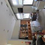 Bar en la planta baja del hotel