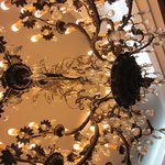 Moderno, conservando algún detalla clásico como la lampara