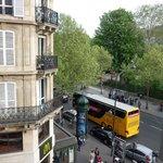 Vista desde la ventana (Bvd St Germain y calle tipica del barrio latino)