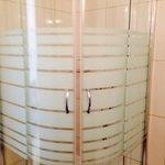 great shower, plenty of hot water