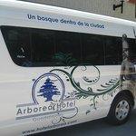 Camioneta tipo Van para transporte exclusico  de nuestros huespedes