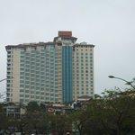 Вид на отель с озера