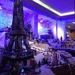ロビーでクリスマス用のスウィーツオブジェ。この時が最後と聞きました。(2013)またこういった物を披露して欲しいです!(*^^*)