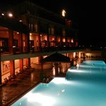 La piscine by night