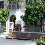 """L'ingresso al """"Melangolo"""", nella bella palazzina"""