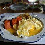 半自助的早餐,從餐牌內選出主食,配以自助區的食物,既環保又滿足。
