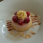 Macaron framboise creme vanille.