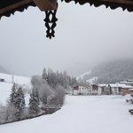 Blick vom Balkon nach Neuschnee im April