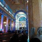 Riflessi di luce sulle colonne