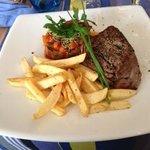 steak de bœuf ratatouille de légumes et ses frites